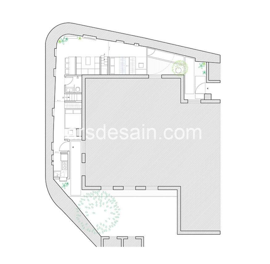 Rumah Minimalis Mengelilingi Bangunan Lama