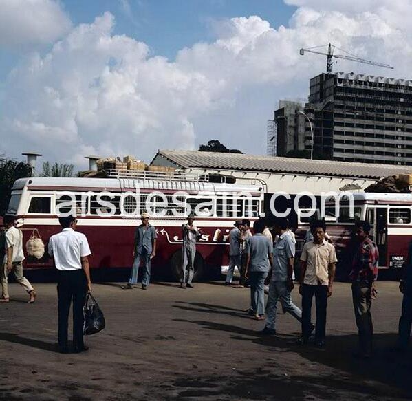 Lapangan Banteng, terminal bus