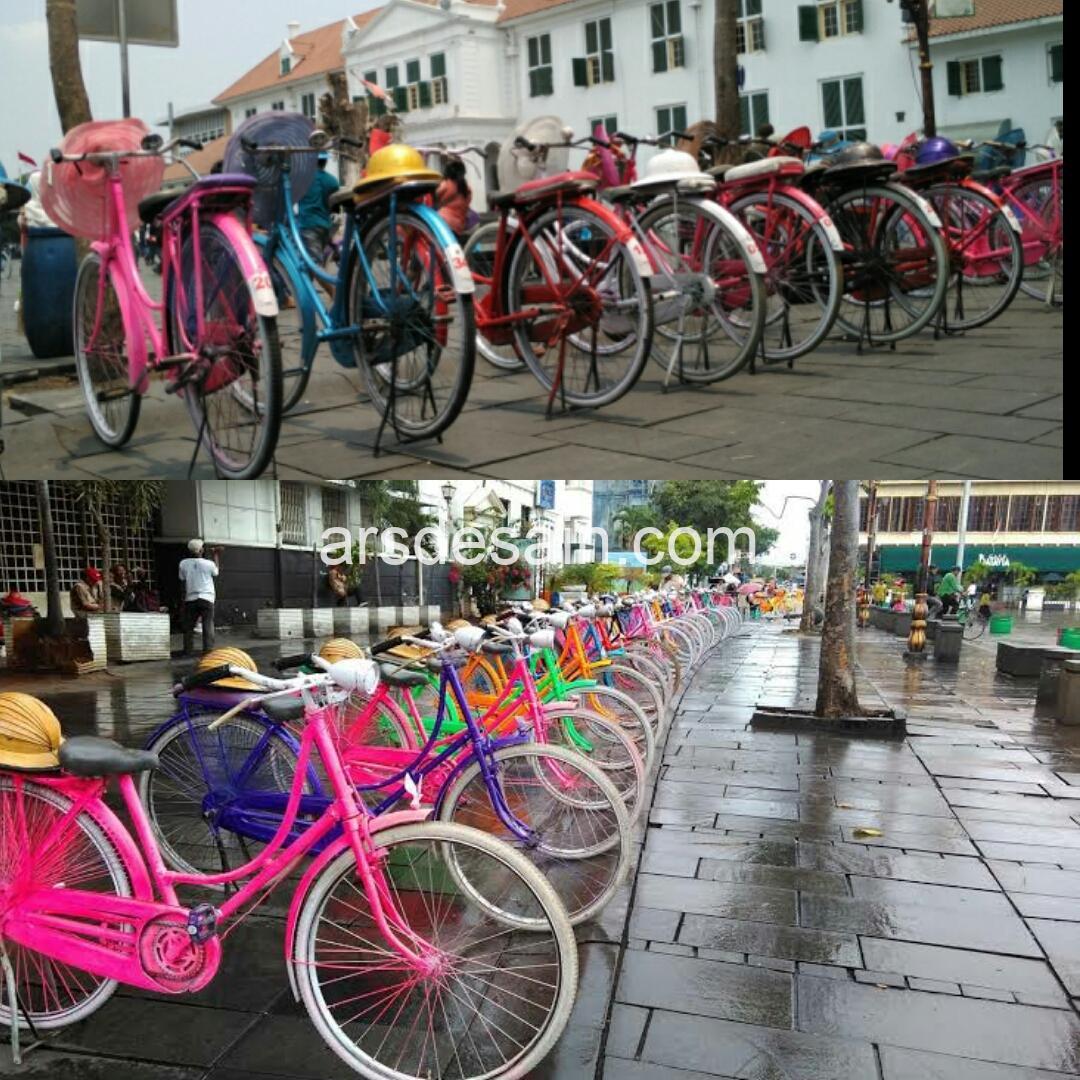 Sepeda Onthel teman Anda menikmati kawasan Kota Tua